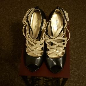 High heel shoes with toe cut out.0